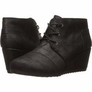 BOBS Skechers High Notes Black Wedge Tie Boot 10